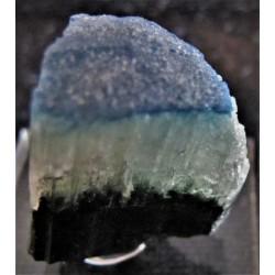 Turmalin x, Elbait mit blauer Kappe und Endflächen